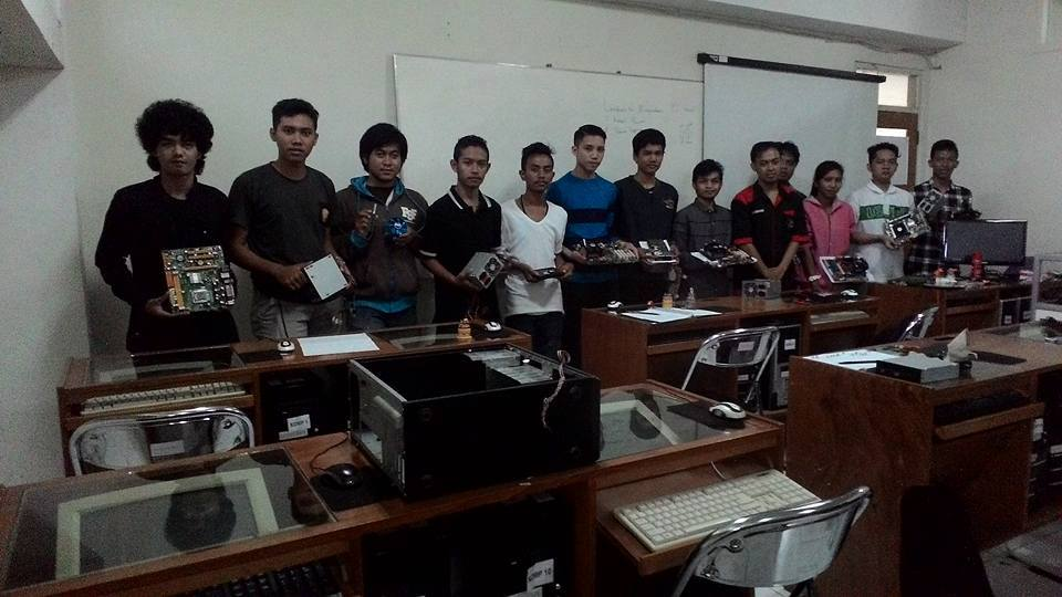 peserta-training-teknisi-laptop.jpg